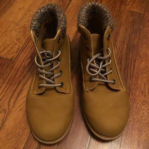 Women's Boots Size 7 (4 for $20)